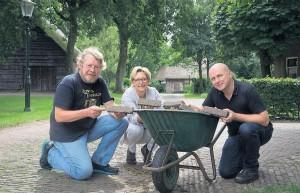 150813 wezup draagt steentje bij aan opknappen oud straatje