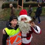 151212 verkeersregelaar mark met de kerstman